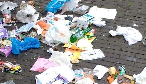 Voorbeeld van afvalgerelateerde overlast in Den Haag